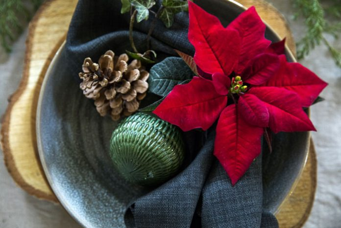 Decoraciones de mesa con poinsettias