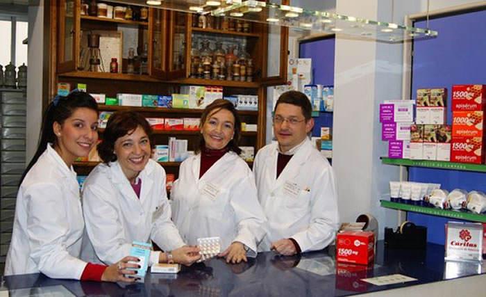Marta Pérez, Julia Guaita, Rosalía Guaita y Pepe Miralles de la farmacia Guaita de Picassent (Valencia - España)